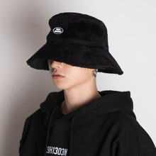 [Double adrenaline syndrome]Oversized fur buckethat-Black