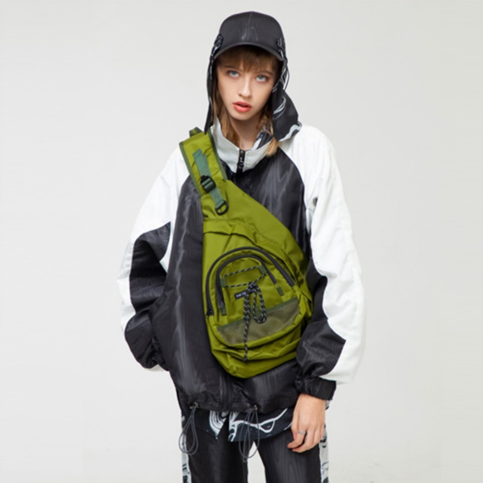 [THE GREATEST] GT18FW17 EFFECT SLING BAG KHAKI