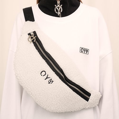 [OY] FLEECE BODY BAG - WH