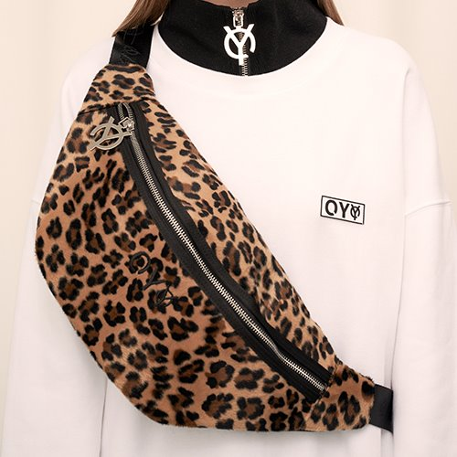 [OY] FLEECE BODY BAG - LEOPARD