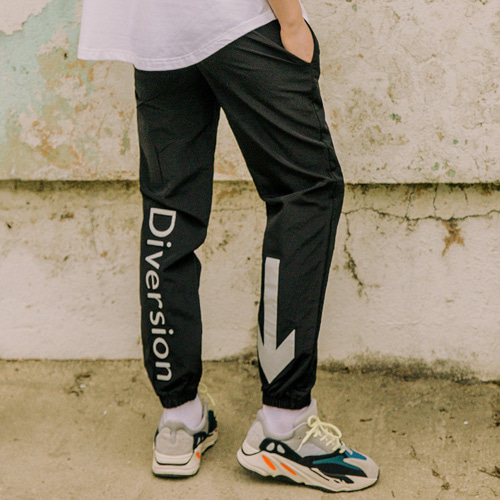 [LAMODECHIEF] LAMC SIGN JOGGER PANTS (BLACK)