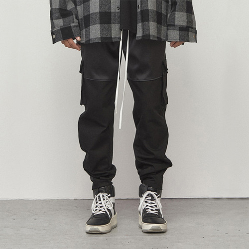 [D.PRIQUE] Cargo Jogger Pants Black
